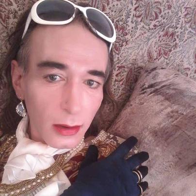 Belle Cougar Blonde En Manque De Sexe Et D'orgasmes