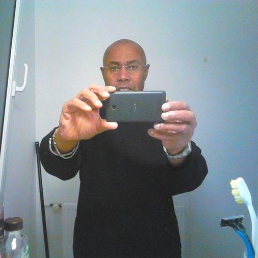Black Bien Membré Bourre La Chatte Et Le Cul D'une Grognasse
